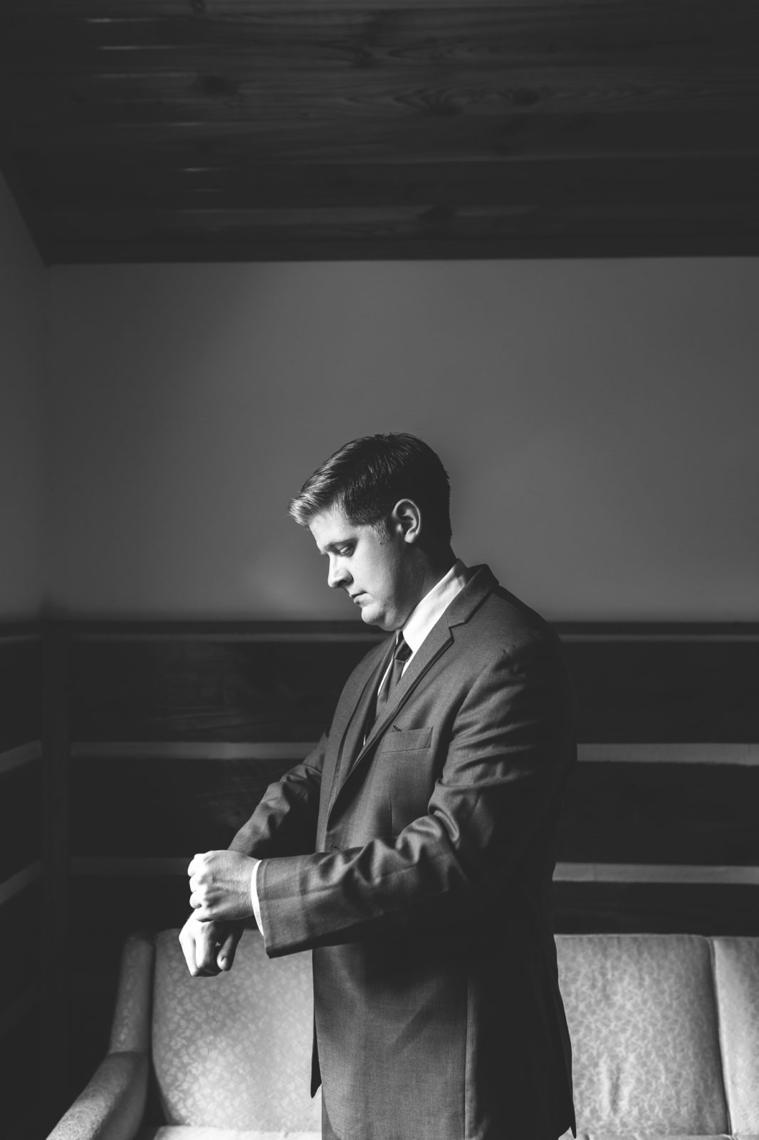 Groom getting ready for wedding in Dayton, Ohio